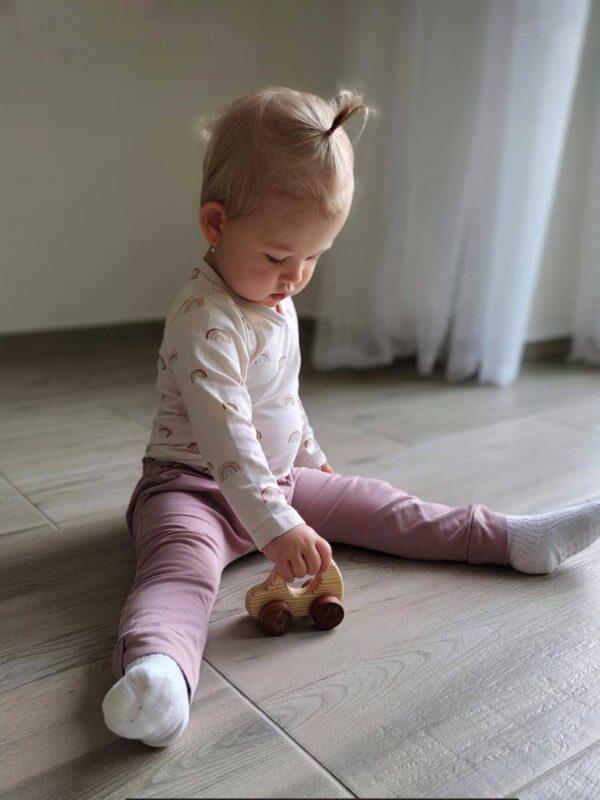 Autíčko Adámek dřevěná hračka na kolečkách dite 2
